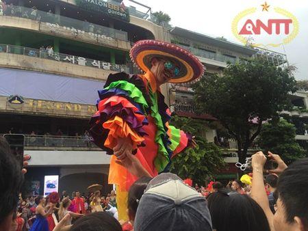 Ha Noi: Show Carnival dau tien khuay dong pho di bo Ho Guom - Anh 11