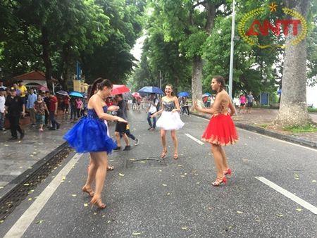 Ha Noi: Show Carnival dau tien khuay dong pho di bo Ho Guom - Anh 13