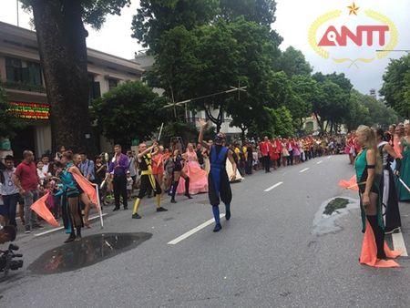 Ha Noi: Show Carnival dau tien khuay dong pho di bo Ho Guom - Anh 3