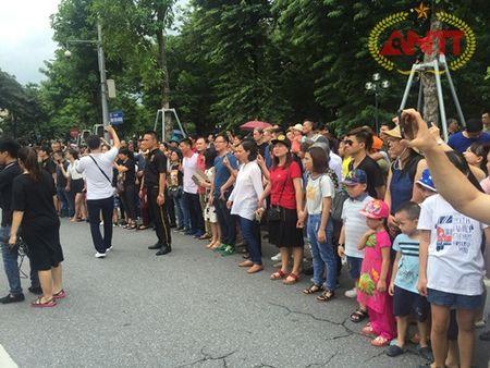 Ha Noi: Show Carnival dau tien khuay dong pho di bo Ho Guom - Anh 6