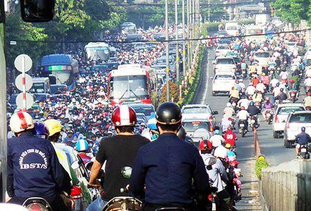 TP HCM cho xe chay mot chieu tren cau vuot Hoang Hoa Tham - Anh 1