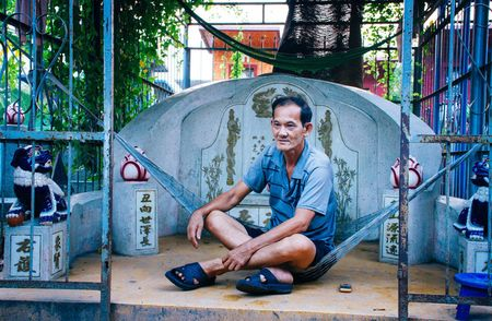 Cuoc song cua nhung nguoi dan cuoi cung trong nghia trang lon nhat Sai Gon - Anh 12