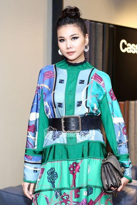 Thanh Hang dien nguyen cay hang hieu khong the 'chat hon' - Anh 2