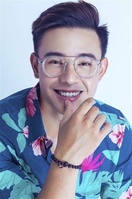 Dong Hung: 'Gio toi phai kiem 60 trieu dong moi thang tra no giup me' - Anh 2