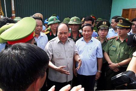 Thu tuong Nguyen Xuan Phuc den Ky Anh kiem tra, chi dao khac phuc hau qua bao so 10 - Anh 1