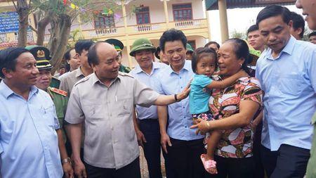 Thu tuong Nguyen Xuan Phuc den Ky Anh kiem tra, chi dao khac phuc hau qua bao so 10 - Anh 3