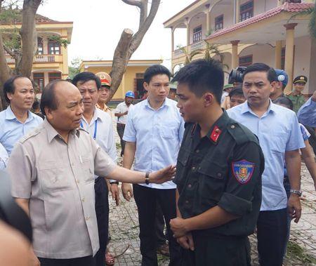 Thu tuong Nguyen Xuan Phuc den Ky Anh kiem tra, chi dao khac phuc hau qua bao so 10 - Anh 5