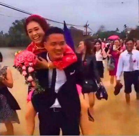 Dam cuoi HOT ngay bao: Chu re loi nuoc, hanh phuc cong co dau gay 'sot' mang - Anh 3