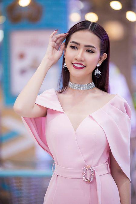 Phan Thi Mo xuat hien rang ngoi sau tin don 'dai gia ngam' cua showbiz - Anh 2