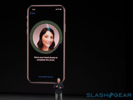 Apple sap cong bo 'sach trang' Face ID, tinh nang gay tranh cai nhat tren iPhone X - Anh 1