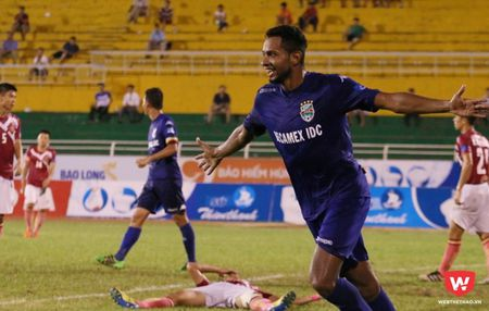 B. Binh Duong ha guc Ha Noi FC: Cop chet de da - Anh 2