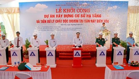 Khoi cong du an xay dung co so ha tang va tien xu ly chat doc dioxin tai san bay Bien Hoa - Anh 2