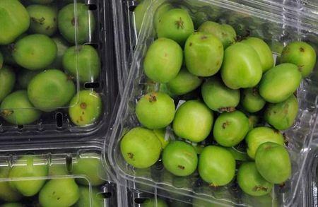 Nhin da chay nuoc mieng, chi em tranh mua kiwi ti hon 1 trieu/kg - Anh 1