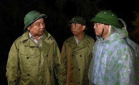 Thu tuong thi sat tan noi viec giup dan chong bao - Anh 4