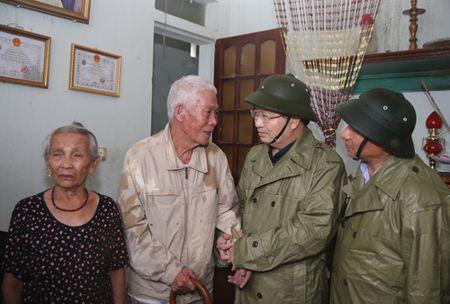 Thu tuong thi sat tan noi viec giup dan chong bao - Anh 7