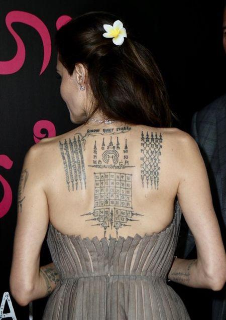 Angelina Jolie khoe hinh xam 'rang buoc' co voi Brad Pitt - Anh 1
