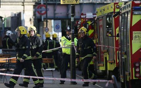 Anh canh bao khung bo o muc cao nhat sau vu danh bom nha ga London - Anh 1