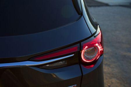 SUV Mazda CX-8 chinh thuc ra mat tai Nhat gia tu 661 trieu - Anh 17