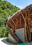 Nhà hàng làm bằng tre nằm giữa rừng Quảng Bình gây 'sốt' trên báo Tây
