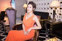 Á hậu Tú Anh diện váy ôm khoe đường cong đẹp hút hồn