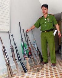 Người dân huyện miền núi Đông Giang cam kết không sử dụng súng tự chế