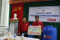 Hội chữ thập đỏ Thủ đô cứu trợ nhân dân vùng hạn mặn ở Bến Tre