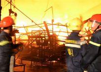 Hàng nghìn m2 nhà kho Công ty Suzuki cháy rụi trong đêm