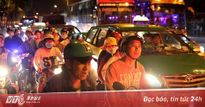 Người dân ùn ùn đổ về sau Tết, Sài Gòn kẹt cứng lúc rạng sáng