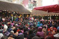 Đông đảo người dân, du khách đi lễ dịp Rằm tháng Giêng
