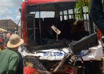 Ôtô đưa đón học sinh tông xe tải, 3 người chết