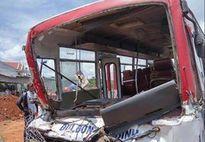 Xe đưa đón học sinh tông ôtô tải làm 3 người chết