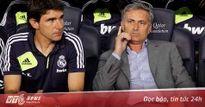 Mourinho bị chỉ trích nặng nề khi bỏ vào đường hầm sớm