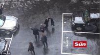 Thủ tướng Anh hốt hoảng chạy nhầm hướng trong vụ khủng bố