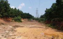 Đoàn xe 'đất tặc' trộm đất khoét nghĩa trang, phá đường điện (Kỳ 1)