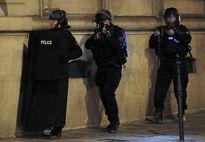 Video cảnh đấu súng giữa cảnh sát với nghi phạm khủng bố Paris
