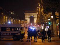 IS tấn công cảnh sát ở trung tâm Paris