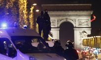 IS nã súng vào cảnh sát Pháp giữa trung tâm Paris trước thềm bầu cử Tổng thống