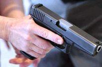 Nghệ An: Vây bắt ổ đánh bạc, súng phó CA xã bất ngờ nổ, 1 người nhập viện