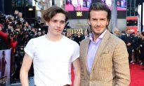 Hai bố con Beckham 'đọ nhan sắc' trên thảm đỏ