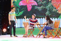Hoài Linh mặc quần đùi, mang dép lê đi tập kịch