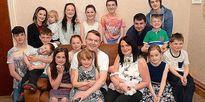 Choáng với gia đình đẻ 18 đứa con, đông nhất Anh quốc