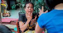 Khám phá quán ốc đặc biệt ở Hà Nội: Suốt 20 năm, người bán và người mua chỉ giao tiếp bằng cử chỉ