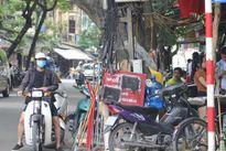 Phố cổ Hà Nội: Bãi trông xe 'đè' lên luật