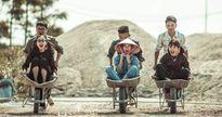 Ảnh kỷ yếu 'phụ hồ lao động hăng say' của teen Bắc Giang