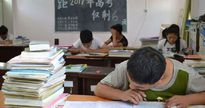 Trung Quốc: 16 học sinh nhiễm HIV phải ngồi làm bài thi đại học trong phòng cách ly