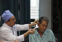 Cụ ông 73 tuổi phải nhập viện khoa Nhi điều trị