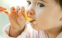 Sai lầm của mẹ khi cho con ăn sữa chua, gây hại cho sức khỏe