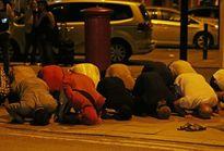 Một người chết trong vụ đâm xe ngoài thánh đường Hồi giáo Anh