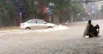 Sau trận mưa như trút, thành phố Thái Nguyên nước ngập ngang đùi