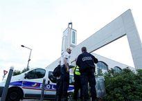 Khủng bố lao xe tại Paris, đoàn mô tô dàn hàng cứu đám đông